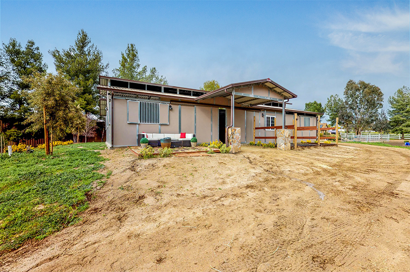 HORSE LOVERS DREAM HOME!! $1,125,000 Nestled in the heart of Wine Country Temecula is this Gorgeous 2.44 acres of property with an MD BARNMASTER Barn